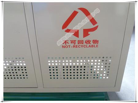冲孔设计 有效保证垃圾桶前后通气 减少细菌滋生。