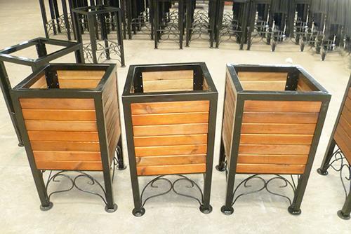 钢木花箱生产中