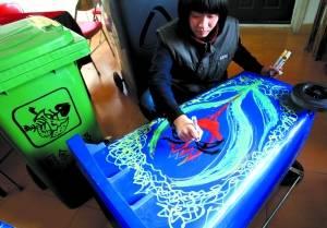 正在彩绘的塑料金沙城娱乐中心手机版